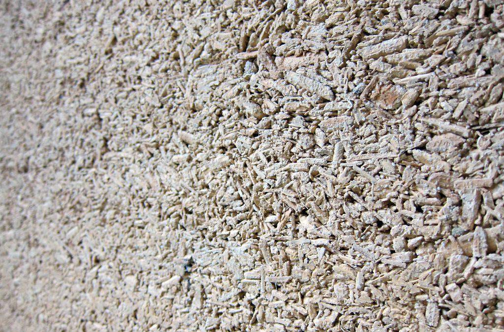 ¿Cuáles son las múltiples cualidades del Hempcrete como material natural sostenible?